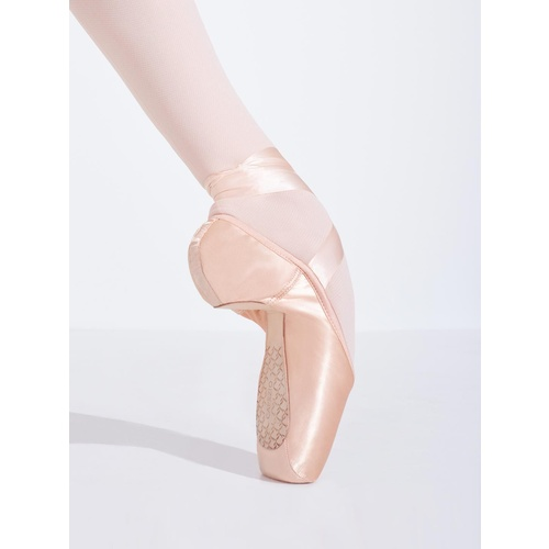 Cambré Pointe Shoe with #3 Shank and Broad Toe Box